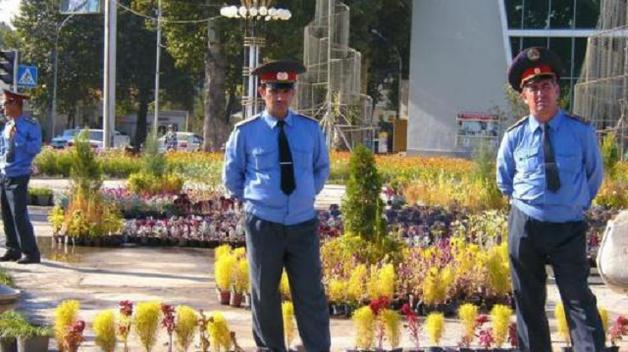 В Таджикистане милиционеров обязали похудеть и ходить в театр