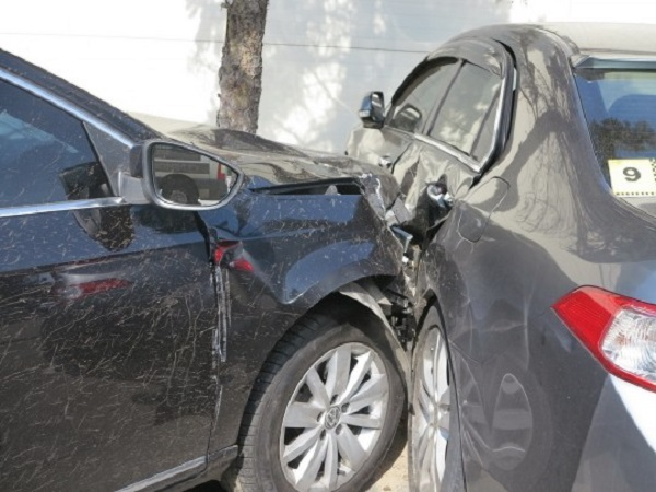 В Конче-Заспе водитель на скорости протаранил сразу три машины: эксклюзивные фото с места ДТП
