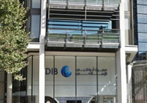 Руководство одного из банков требовало от сотрудницы ходить на свидания с богатым клиентом