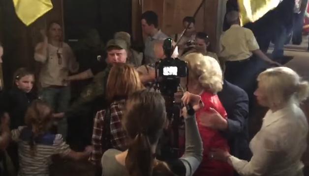 На концерте в Славянске, который посетила Королевская, произошла женская драка