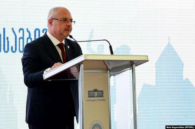 В Грузии парламентарии изгнали российскую делегацию из страны