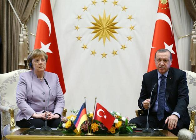 Полтысячи турецких VIP-чиновников сбежали от Эрдогана к Меркель