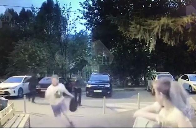 В Москве предпринимателя обстреляли на парковке у дома