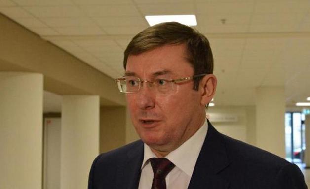 В ластах и с коктейлем - стало известно, где был Луценко при рассмотрении дела Януковича