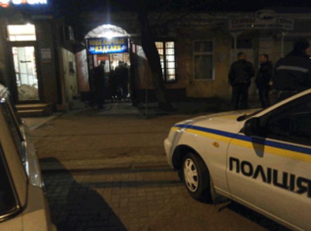 В Киеве вооруженные люди в масках ограбили очередной ювелирный магазин