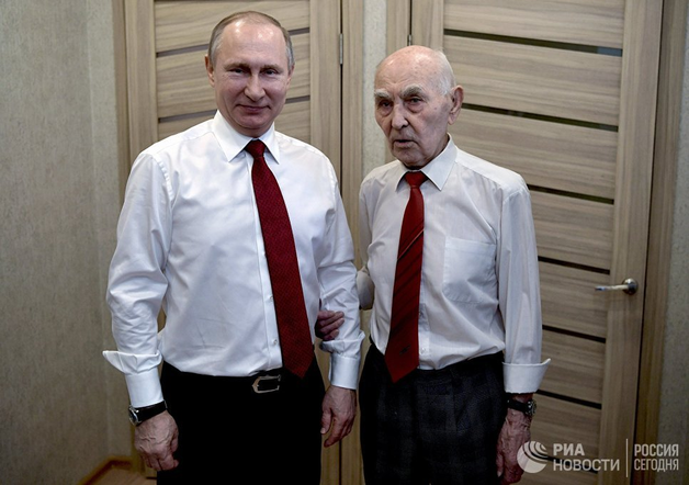 Путин встретился с бывшим начальником по разведке в ГДР