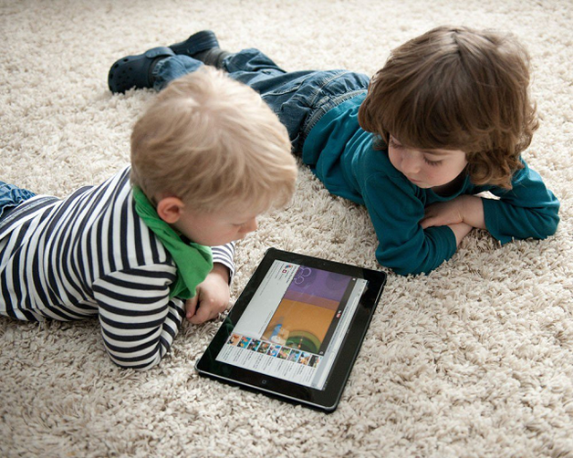 Ученые: Гаджеты негативно влияют на развитие речи ребенка