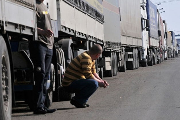 Дальнобойщиков начнут лишать прав и конфисковывать грузовик за перевес