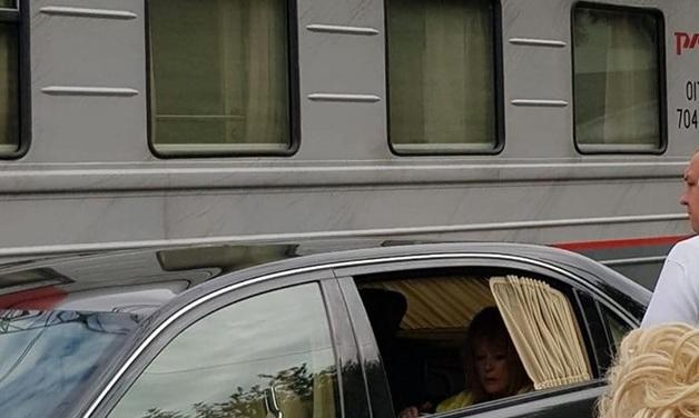 «Абсолютно никому не помешали»: представитель Пугачевой объяснил поездку по перрону