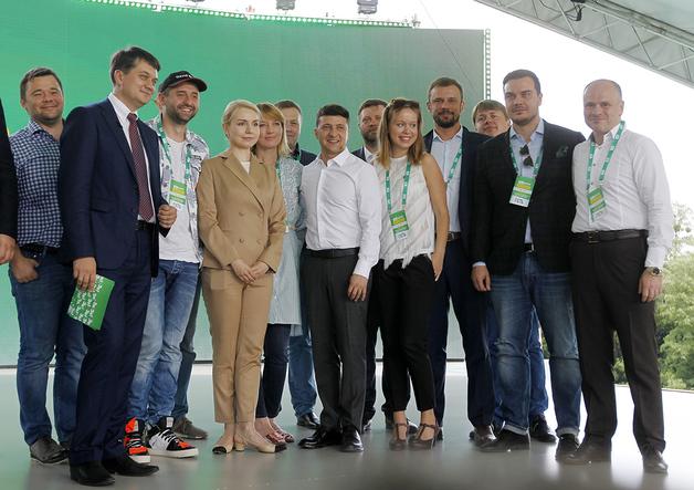 "У кандидата от ""Слуги народа"" нашли виллу в Вене и кумовство с Медведчуком"