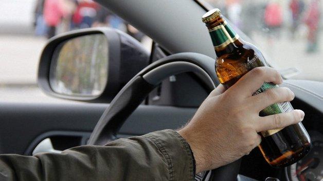 Голова попала между колесами: на Львовщине пьяный экс-депутат сбил девушку