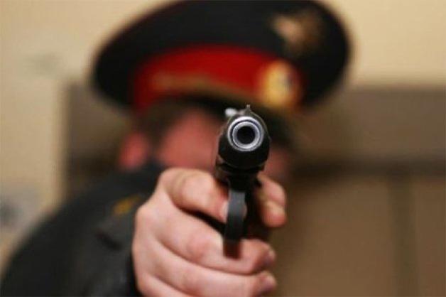 Ударил по голове и приставил пистолет: Под суд пойдет полицейский из Иркутска