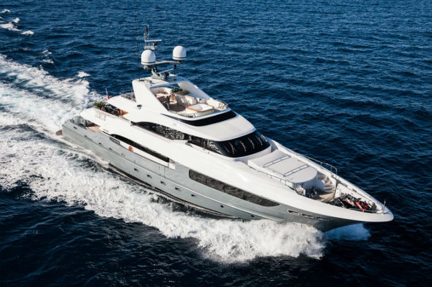 На яхту с семьей российского бизнесмена напал корсиканец с ножом