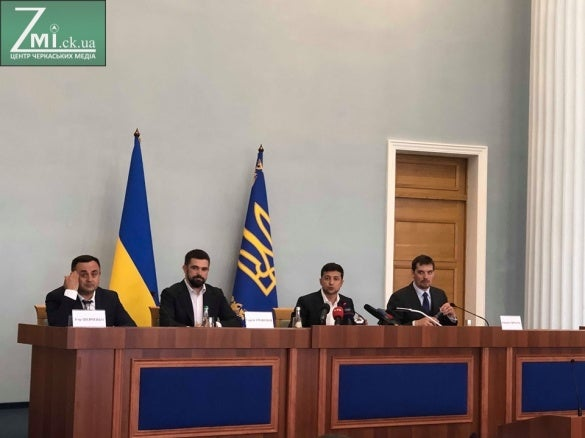 В Черкассах на встречу с Зеленским пускали не всех и по спискам, он устроил разнос