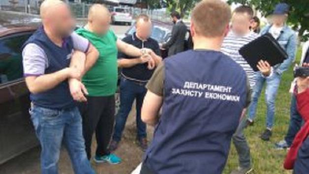 Сельский голова на Буковине требовал $2 тыс. за выделение в аренду земли