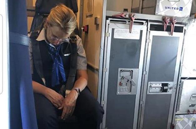 Пьяная стюардесса на борту не могла сказать, где она находится