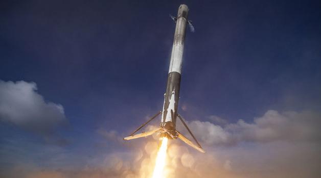 Falcon 9 успешно вывела на орбиту спутник, который обеспечит самолеты и корабли Wi–Fi