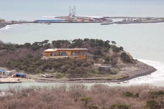 Что происходит с землей в Большом Утрише, где вместо радиолокационной станции возвели причал для яхт и коттедж
