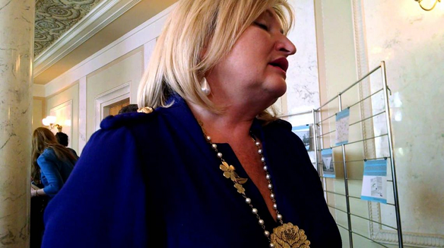 Кума Петра Порошенко объяснила откуда у нее машина за 2,5 миллиона гривен