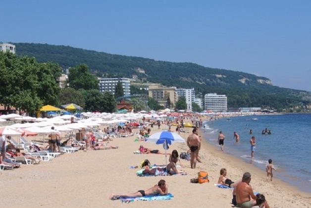 На пляже элитного курорта в Болгарии российскую туристку избил спасатель
