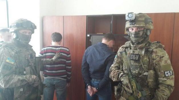 В Житомире СБУ разоблачила двух чиновников областной ГФС на взятке в 100 тыс грн
