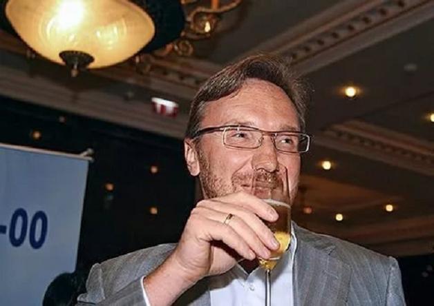 Максим Блажко в долгах как в шелках