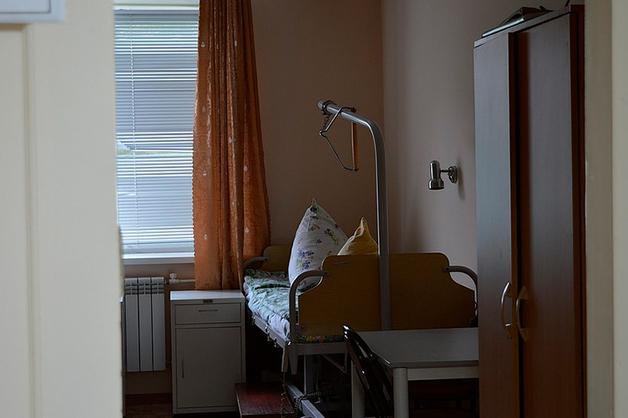 Сбежавший американский шпион бросил в России прикованную к кровати мать