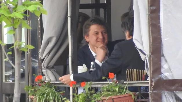Где встретить чиновников. Министр Данилюк проводит встречи в кафе, а хипстер Кабмина Нефедов пьет кофе на Майдане