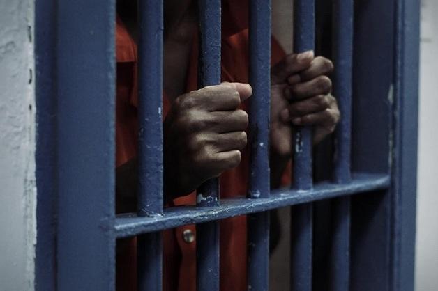 «Главарь приказывал насиловать и убивать». В курганской колонии расправились с зеком, забившим свою дочь до смерти