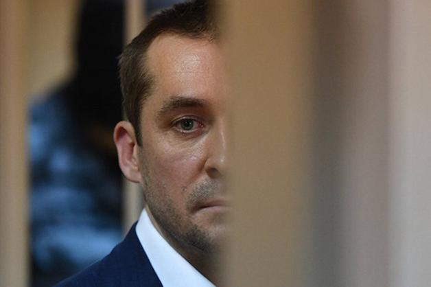 «Дима любил «ставить» банки на абонентскую плату». Захарченко едва не «прокололся» впервые еще в 2010 году