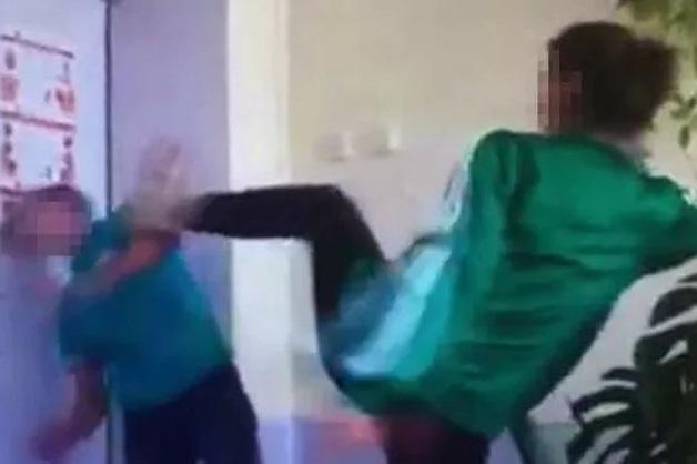 Первокурсница колледжа избила инвалида в Приморье