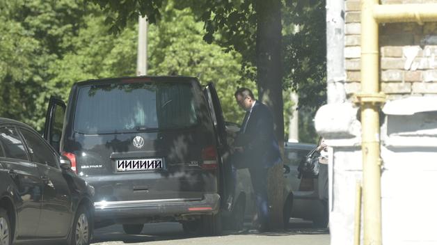 После покушения нардеп Антон Геращенко ездит на бронированном микроавтобусе