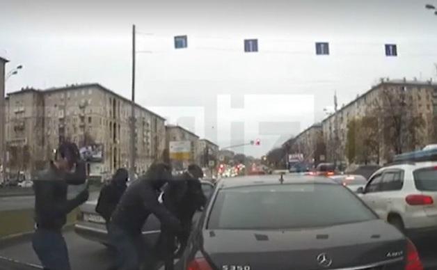 В Москве у курьера похитили почти 20 млн рублей