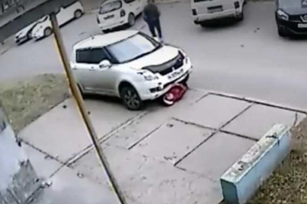 В Ангарске водитель иномарки сбил пенсионерку, высадил пассажира и переехал ее второй раз