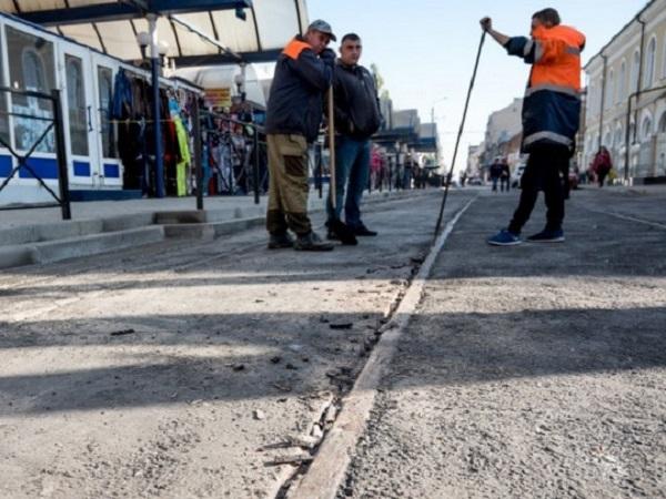 Заставь дурака Богу молиться: к приезду патриарха Кирилла в Ростове заасфальтировали трамвайные пути