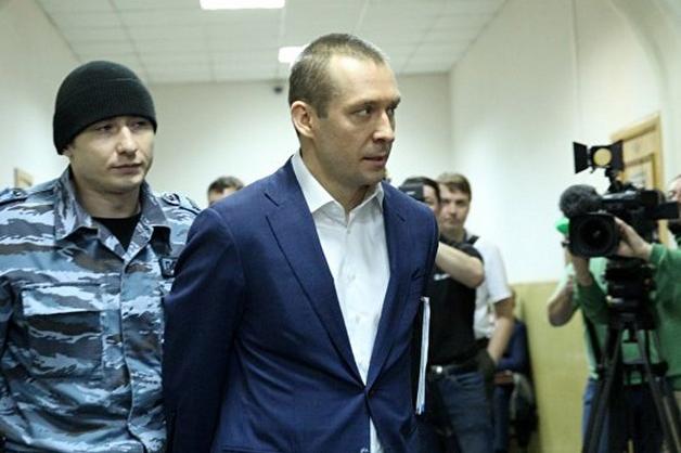 СК просит продлить до 8 сентября срок ареста полковнику МВД Захарченко