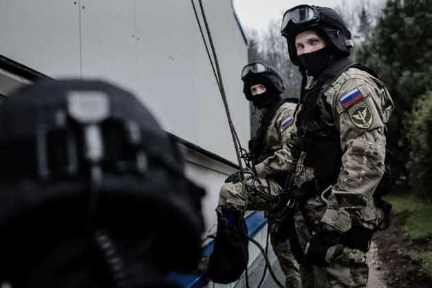 Спецназ в центре Москвы задержал майора полиции, вымогавшего взятку у бизнесмена. Позже он попытался сбежать