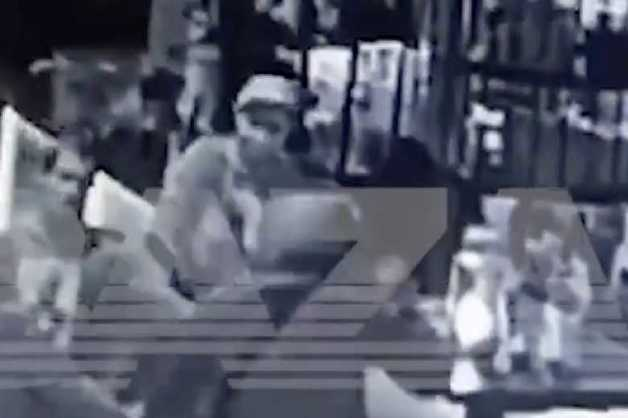 Избиение спецназовца ЦСН ФСБ в центре Москвы попало на видео