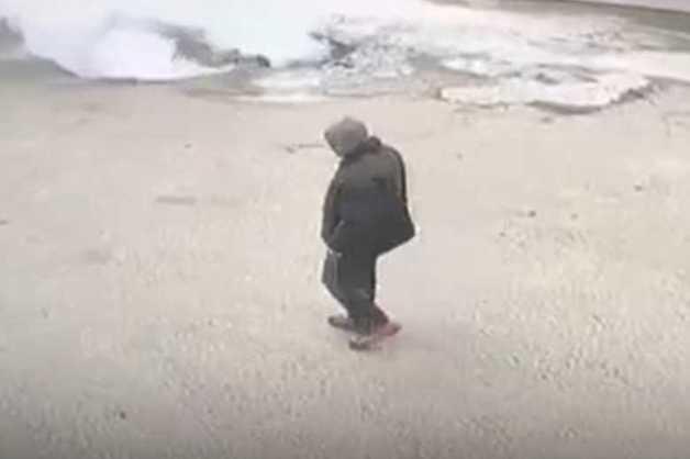 В Сети появилось видео момента падения машины в яму с кипятком в Пензе