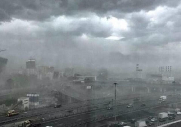 Жуткий ураган в Москве не пощадил Кремль и резиденцию Медведева