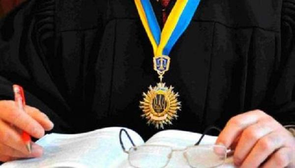 Судью Медведского, большого любителя бандитов и террористов, хотят прижать за коррупцию