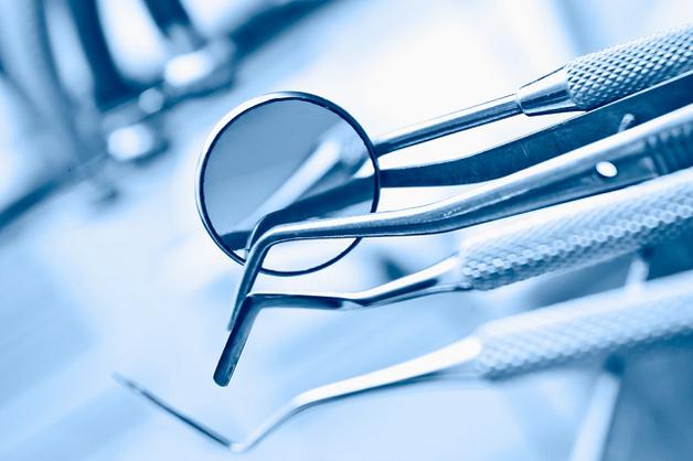 В России стоматолог вырвала пациентке 22 здоровых зуба, чтобы побольше заработать