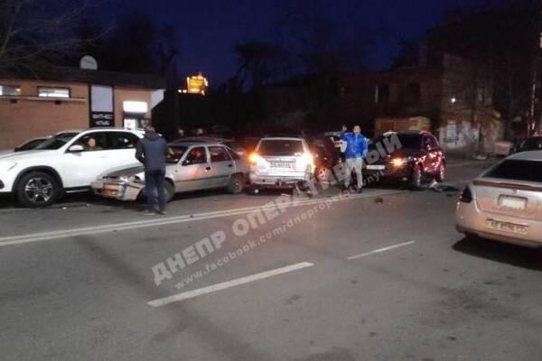 Сын СБУшника времен Януковича протаранил 10 авто в Днепре: подробности погони со стрельбой