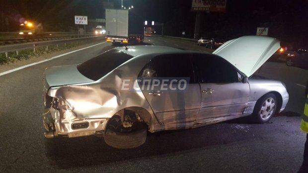 Жуткое ДТП в Киеве: Водитель Lexus сбил троих людей, а затем сбежал с места аварии