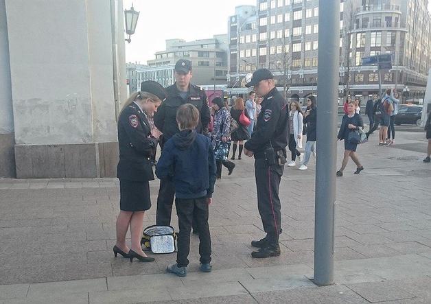Мать мальчика, задержанного в Москве за чтение стихов, написала заявление на его мачеху