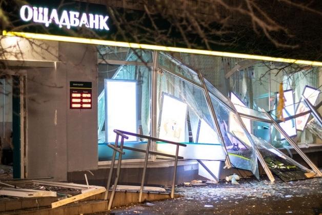Ночью на Русановке неизвестные взорвали и ограбили отделение Ощадбанка