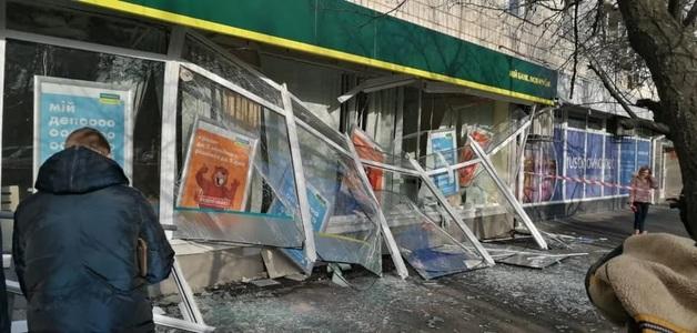 Глава правления Ощадбанка рассказал, сколько денег унесли из подорванного отделения в Киеве