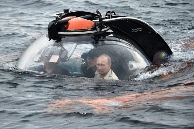 Жителя Урала оштрафовали за «неуважение к власти» из-за комментария о погружении Путина на дно Финского залива. Он посоветовал президенту остаться там
