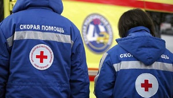 Упавшая на капот автомобиля с 14 этажа голая российская девочка выжила