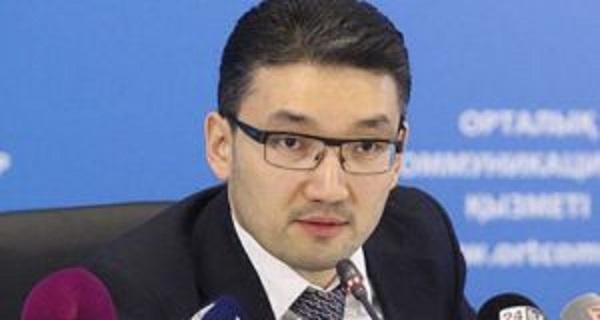 Автор ЛГБТ-архивов Рахим Ошакбаев взялся прославлять власть на фэйк-сайтах англонета